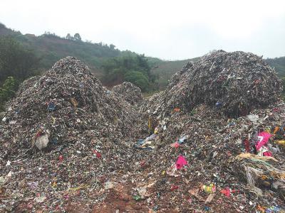 疯狂偷倒500多吨垃圾 乐山5人涉嫌污染环境罪被拘