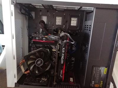 张先生被损坏的电脑主机
