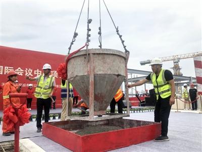 天府国际会议中心主体结构封顶,浇筑最后一方混凝土