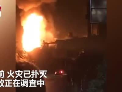 视频丨四川会理一网套厂发生火灾致5人受伤 现场火光冲天