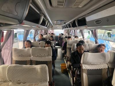 乘客等待发车