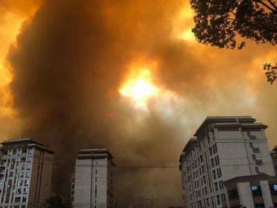 西昌森林火灾情况通报:过火面积1000公顷左右 2044人开展扑救