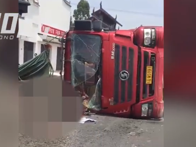德阳大货车与电动三轮相撞 致一死一伤