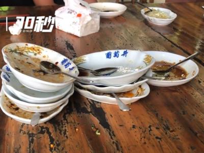 四川长宁地震一周年 游客慕名而来狂吃9碗凉糕:可以得很