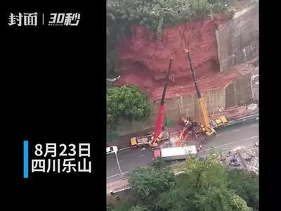 一工程车20米高落下砸中一辆货车 无人员伤亡