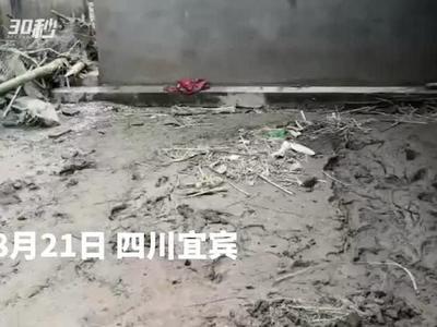 洪峰过境7旬独居老人受灾 消防员帮忙清淤200多平