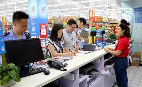 自贡市荣县纪委监委联合县市场监管局进行节前检查