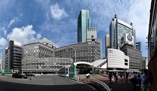 日本东京新桥站,银座就在附近,是日本繁华的商业中心。华小峰 摄