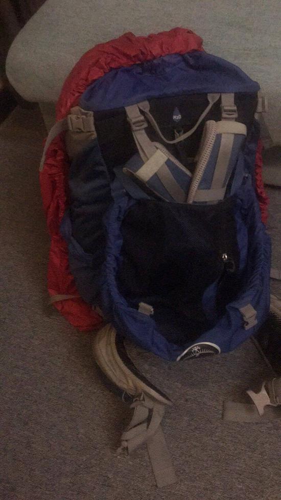 旅社里的背包