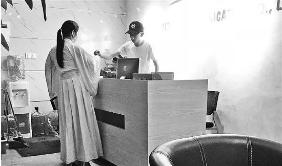 钱报记者来到涉事公司暗访,图为记者拍到的场景。