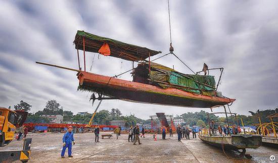 去年12月,泸州市江阳区邻玉街道进行渔船拆除工作,25艘渔船完成登记报废拆除。 何海洋 摄