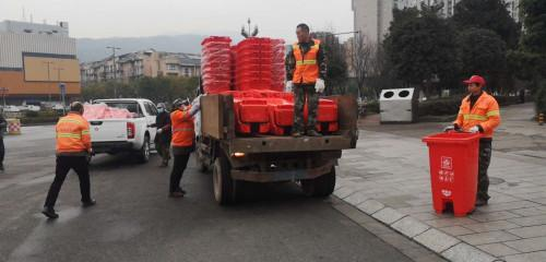 雅安雨城区在醒目位置设废弃口罩等特殊有害垃圾定点收集桶