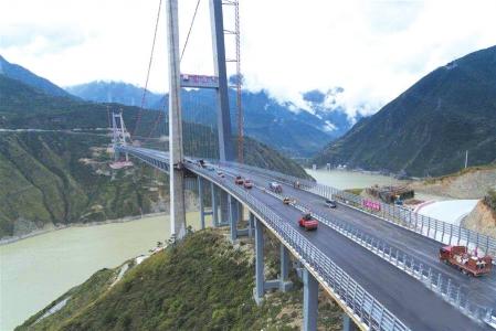 川藏第一桥已具备通车能力 今年底雅康高速泸康段将建成通车