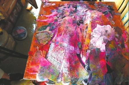 世界非遗川北王皮影6000件皮影遭水淹 艺术损失无法估量