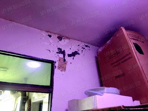 楼顶违建造成墙面渗水 楼下房屋全遭水淹