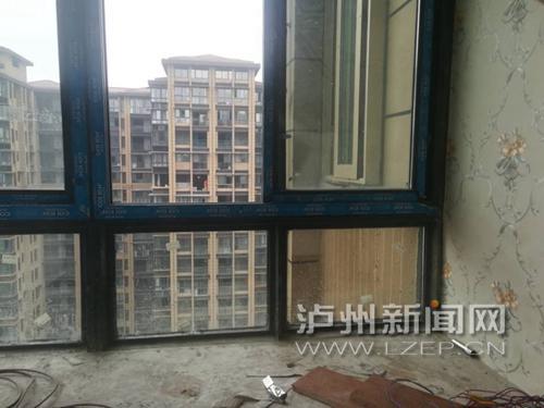 人不在家防盗窗被强拆 业主质问物管凭啥