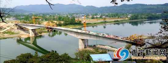 遂宁射洪香山涪江大桥项目已完成75%工程量,当前正加速主桥合龙,计划今年10月完工通车。