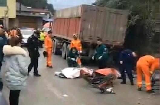 两大货车追尾 后车驾驶员不幸身亡!