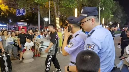 绵阳凯德广场突然被警方清场排查后确认虚惊一场