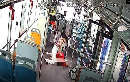 点赞!眉山一公交车上男子昏迷 路过女护士急救累瘫