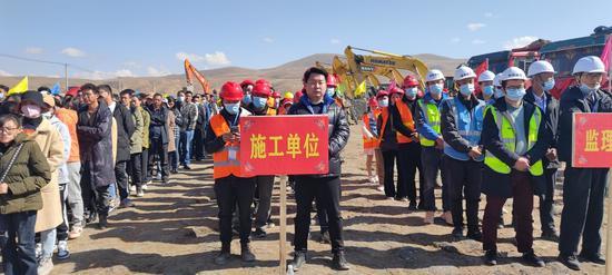 理塘县今年第二季度重大项目集中开工 教育和基础设施是重点