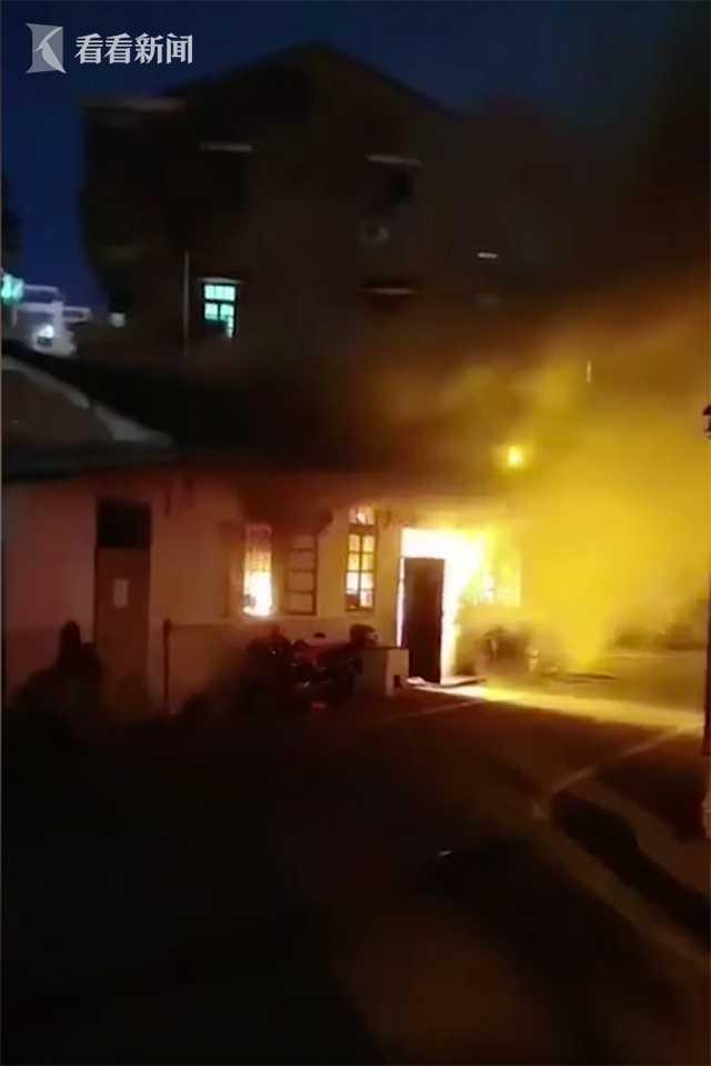 夫妻吵架打斗引燃煤气 店铺着火两人殒命