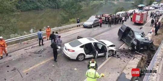 达州通川区发生多车连环相撞事故 车辆受损严重