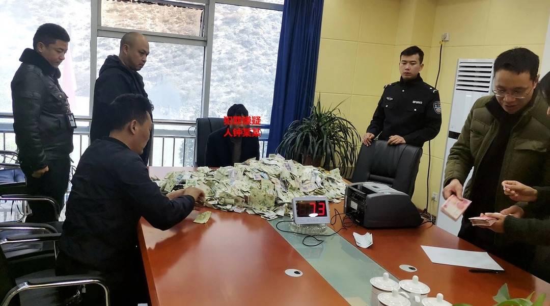 """功德箱成个人""""提款机"""" 男子盗窃4万香火钱被抓"""