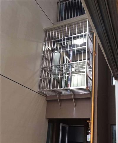 万科缇香荟郡小区的外置式防护栏