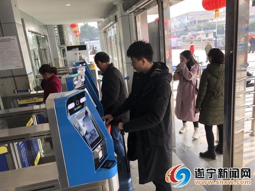 1月22日零时 遂宁火车站正式启用电子客票