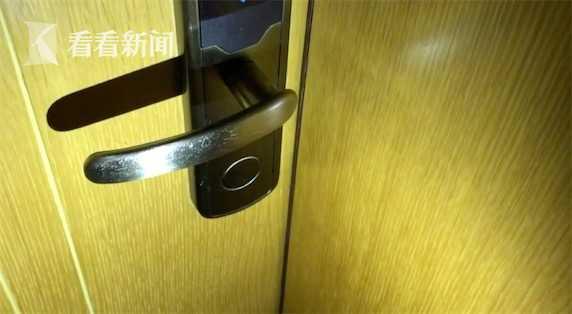 女子独自住酒店 半夜房门被陌生人刷开了