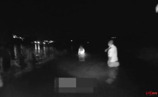 女子凌晨报警托民警转达遗言 警方赶到江中救回