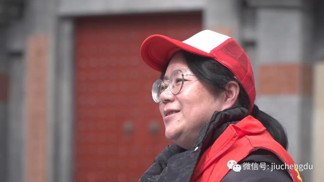"""🔼社区网格员王有蓉:日行两万步,日均登门排查近百户,被称为""""黉门街王妈妈""""。"""