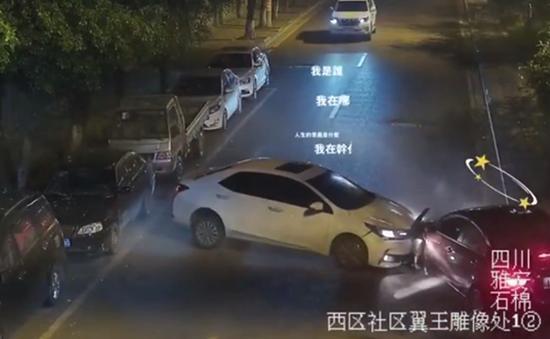 太危险了!四川石棉车主开车哄娃 占道行驶发生车祸