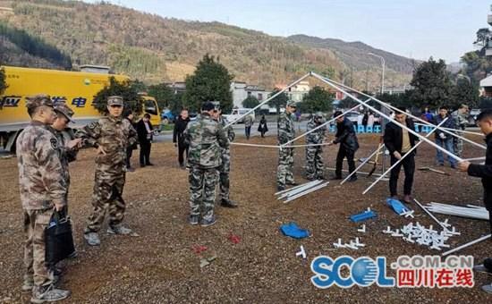 宜宾军分区240余名官兵和民兵驰援兴文地震震区