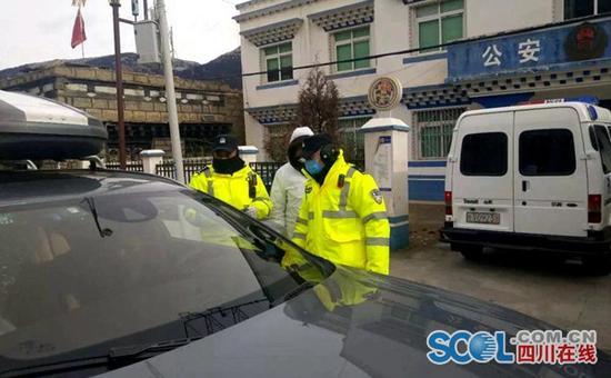 四川公安设卡验车 全面走访旅店宾馆