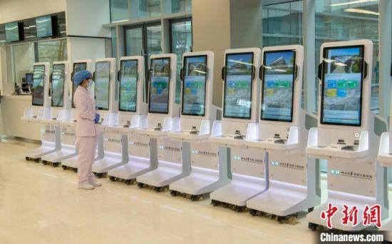 图为四川大学华西天府医院智能化设备。 刘忠俊 摄