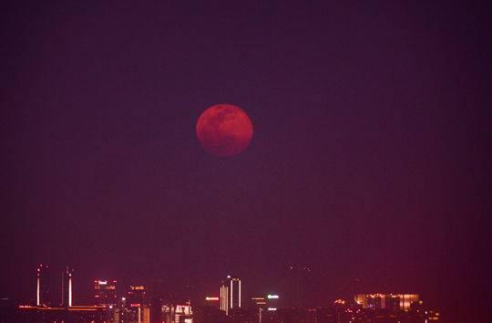 错过凌晨的超级月亮?今年还有机会