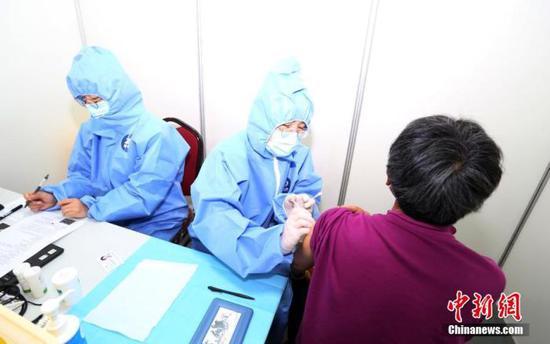 国家卫健委:各地累计接种新冠病毒疫苗14280.2万剂次