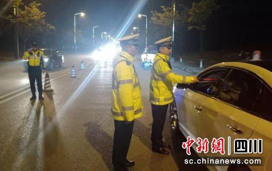 自贡沿滩:春节前夜查酒驾 5人被逮
