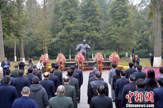 邓小平同志逝世22周年 广安各界自发前往缅怀世纪伟人