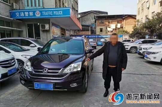 射洪一越野车拒检冲关 驾驶员被行政拘留8日