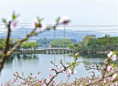 成都龙泉山城市森林公园里的龙泉湖 本报资料图片