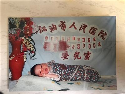 两人在医院拍的婴儿照