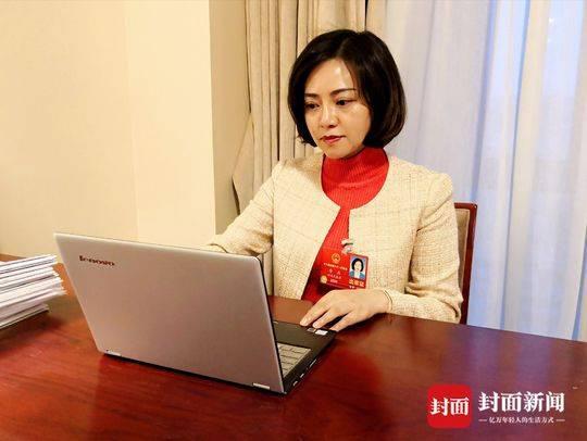 全国人大代表、四川南充市副市长唐燕