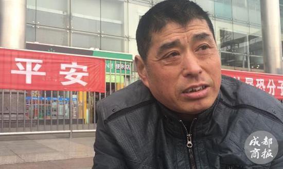 ▲42岁的李国明说,这可能是他最后一个春运