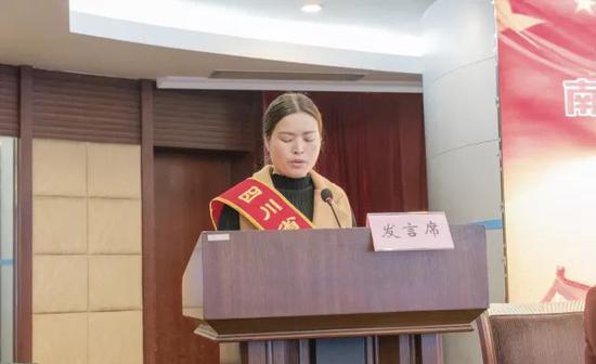 市妇联党组书记、主席朱逢娟同志讲话