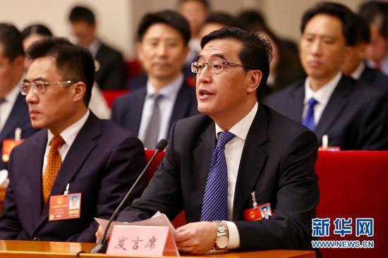 全国人大代表,达州市委副书记、市长郭亨孝在开放日活动中发言。新华网曹鹏摄