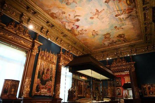 这是在西班牙马德里拍摄的拉萨罗·加尔迪亚诺博物馆内景。(新华社记者 郭求达 摄)
