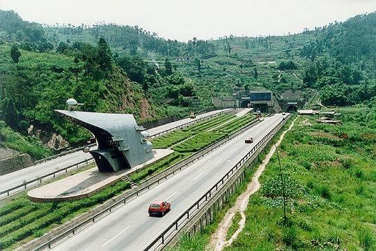 成渝高速龙泉山隧道